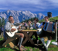 AUT, Oesterreich, Salzburger Land, Dienten, Musik und Gesang auf der Buerglalm zum Almabtriebsfest vorm Hochkoenig | AUT, Austria, Salzburger Land, Dienten, traditional folksongs at Buerglalm with Hochkoenig mountains