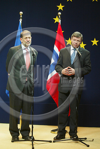 BRUSSELS - BELGIUM - 08 FEBRUARY 2005 -- Kjell Magne BONDEVIK (R), the Prime Minister of Norway and Javier SOLANA, EU High Representative for the Common Foreign and Security Policy (CFSP) giving a press conference after their meeting.  -- PHOTO: ERIK LUNTANG / EUP-IMAGES