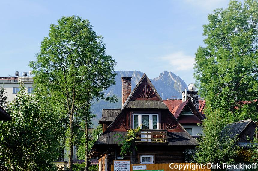 Altes Holzhaus  in Zakopane, Woiwodschaft Kleinpolen (Wojew&oacute;dztwo małopolskie), Polen, Europa<br /> Old wooden house in Zakopane, Poland, Europe