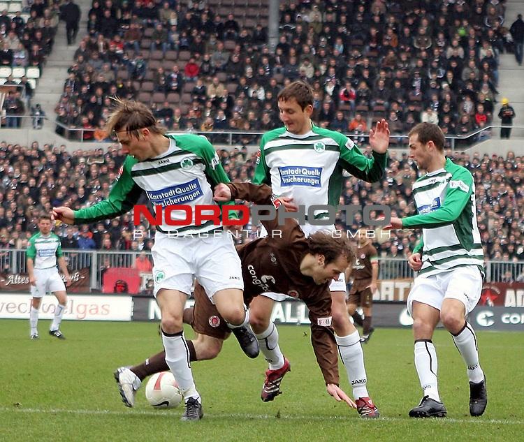2.Liga 2007/2008  21. Spieltag Rueckrunde<br /> FC St.Pauli &ndash; vs. Greuther Fuerth<br /> <br /> Kein Durchkommen f&uuml;r St.Paulis Filip Trojan (Nr.6, Mitte). Fuerths Timo Achenbach (links, Nr. 32) und Asen Karaslalov (Nr. 3) schirmen den Ball ab.<br /> <br /> <br /> <br /> Foto &copy; nph (nordphoto)<br /> <br /> *** Local Caption ***