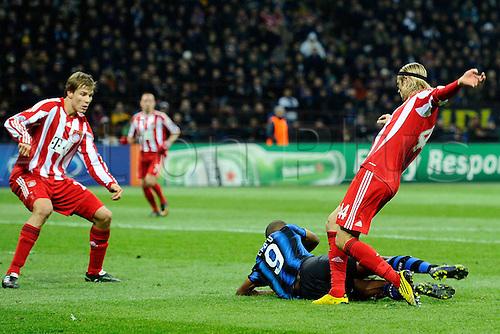 23 02 2011  Champions League Inter Bayern   Photo Samuel Eto o and Anatoliy Tymoschuk fallo clash in midfield