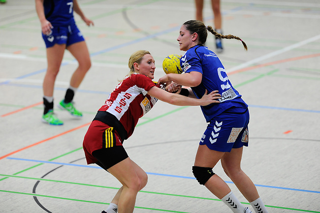 BENSHEIM, DEUTSCHLAND - MAERZ 15: 2. Spieltag in der Abstiegsrunde der Handball Bundesliga Frauen (HBF) in der Saison 2013/2014 zwischen dem Tabellenletzten HSG Bensheim/Auerbach (rot) und dem Tabellenersten der Abstiegsrunde, der HSG Blomberg-Lippe (blau) am 15. Maerz 2014 in der Weststadthalle Bensheim, Deutschland. Endstand 29:32. (16:15)<br /> (Photo by Dirk Markgraf/www.265-images.com) *** Local caption *** #18 Ingrida Bartaseviciene von der HSG Bensheim/Auerbach, Noelle Frey (#9) von der HSG Blomberg-Lippe