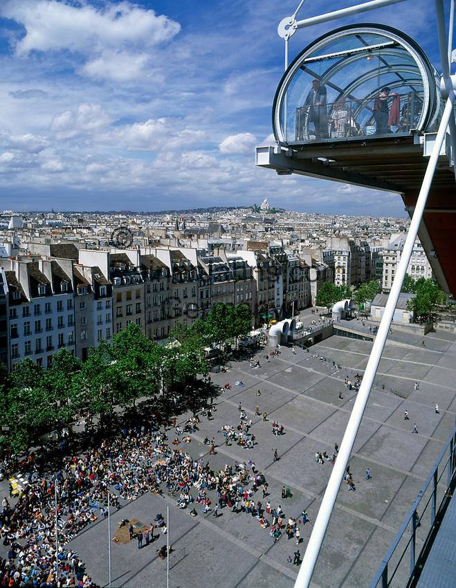 Frankreich, Paris: Blick vom Centre George Pompidou ueber die Daecher von Paris   France, Paris: view from Centre George Pompidou across Paris