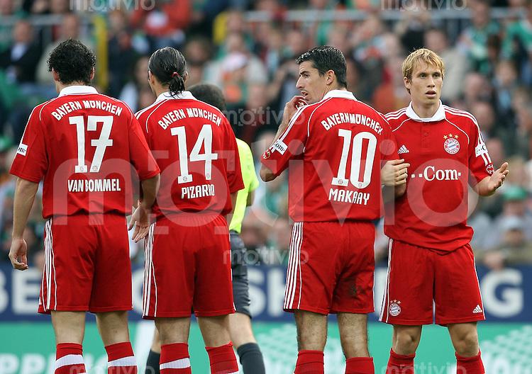 Fussball   1. Bundesliga   Saison 2006/2007   8. Spieltag SV Werder Bremen - FC Bayern Muenchen       Enttaeuschte Bayern: Mark VAN BOMMEL, Claudio PIZRRO, Roy MAKAAY und Andreas OTTL (alle Bayern, v.l.)
