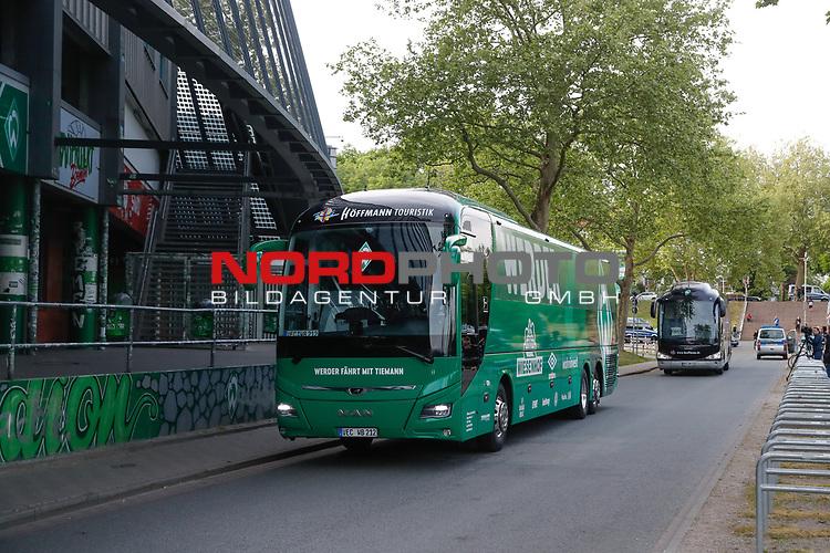 nphgm001: Impressionen rund um das erste  Geisterspiel in der Geschichte des 1. Werder Bremen am Montagabend<br /> <br /> im Bild: Der Bus mit der Bremer Mannschaft fährt ein.<br /> <br /> Sport: Fussball: 1. Bundesliga: Saison 19/20: <br /> Werder Bremen vs Bayer04 Leverkusen 18.05.2020<br /> <br /> Nur für journalistische Zwecke! Only for editorial use!<br /> <br /> DFL regulations prohibit any use of photographs as image sequences and/or quasi-video.<br /> <br /> Foto ©   nordphoto / gumzmedia / Stoever