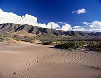 Spanien, Kanarische Inseln, Lanzarote, near Famara: Bergkette Riscos de Famara | Spain, Canary Island, Lanzarote, near Famara: mountains Riscos de Famara