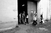 Roma 2 Agosto 2006.Carcere di Regina Coeli  .I detenuti escono dal carcere  per l'indulto. Regina Coeli (Queen of Heaven) Prison..Prisoners Go out Of the Jail for The pardon .