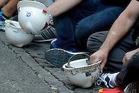 Roma,13 Settembre 2016<br /> <br /> Lavoratori Alcoa, dello stabilimento di Portovesme in Sardegna, in presidio presso il ministero dello Sviluppo economico, per chiedere al governo di dire quali siano le sue strategie per chiudere l'emergenza sull'alluminio primario. Sono 950 i lavoratori, tra diretti e indiretti, legati alla vicenda dello stabilimento, inattivo ormai da 4 anni.