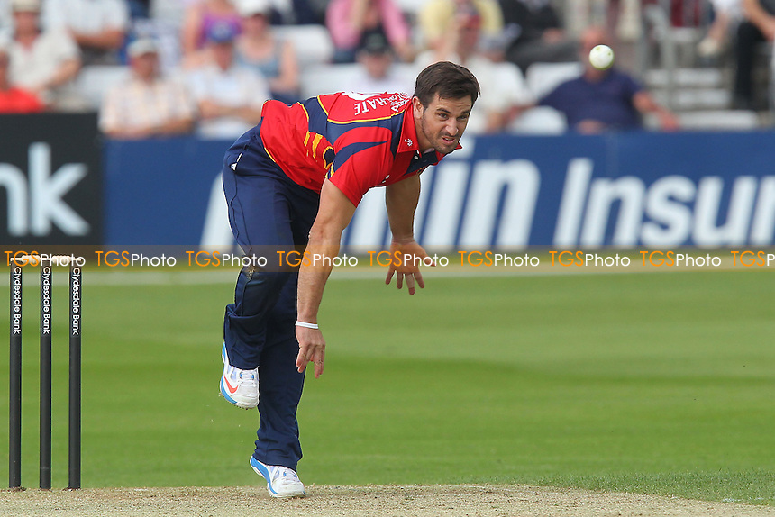 Ryan ten Doeschate in bowling action for Essex - Essex Eagles vs Scotland - Yorkshire Bank YB40 Cricket at the Essex County Ground, Chelmsford - 02/06/13 - MANDATORY CREDIT: Gavin Ellis/TGSPHOTO - Self billing applies where appropriate - 0845 094 6026 - contact@tgsphoto.co.uk - NO UNPAID USE