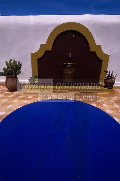 """Afrique/Maghreb/Maroc/Essaouira : Villa maison d'hôtes """"Dar Adul"""" 63 rue Touahen, détail de la terrasse"""