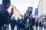 Stockholm 2014-04-14 Fotboll Superettan Hammarby IF - Degerfors IF :  <br /> Glada Hammarbysupportrar p&aring; G&ouml;tgatan under marschen fr&aring;n Medborgarplatsen till Tele2 Arena<br /> (Foto: Kenta J&ouml;nsson) Nyckelord:  HIF Bajen Degerfors  supporter fans publik supporters