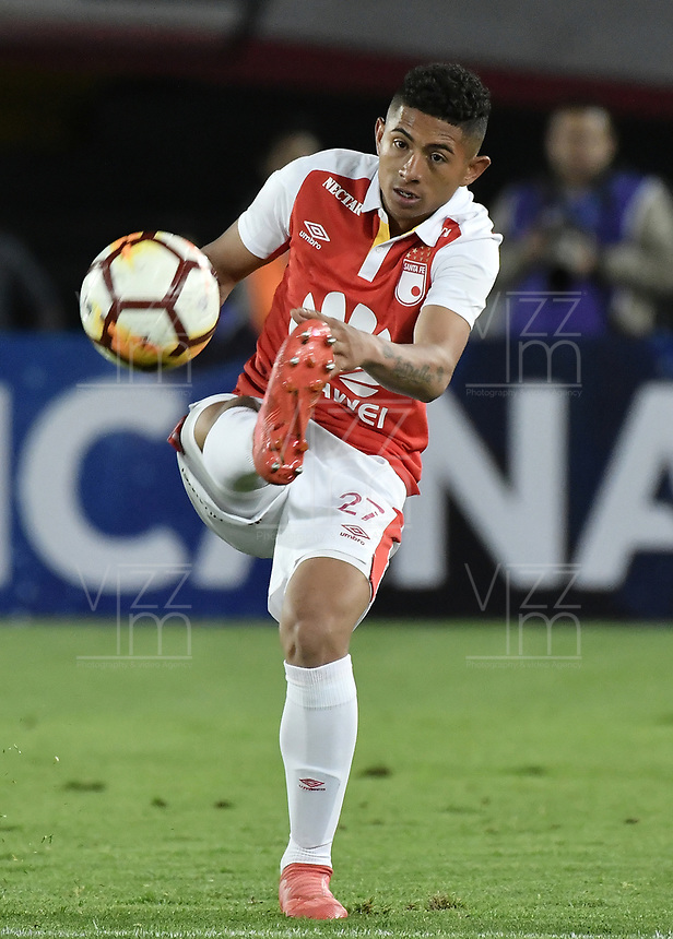 BOGOTÁ - COLOMBIA, 18-09-2018: Edwin Herrera jugador de Santa Fe en acción durante partido de ida entre Independiente Santa Fe y Millonarios por los octavos de final de la Copa CONMEBOL Sudamericana 2018 jugado en el estadio Nemesio Camacho El Campín de la ciudad de Bogotá. / Edwin Herrera player of Santa Fe in action during first leg match between Independiente Santa Fe and Millonarios for the eight finals of CONMEBOL Sudamericana 2018 cup played at Nemesio Camacho El Campin stadium in Bogotá city.  Photo: VizzorImage / Gabriel Aponte / Staff
