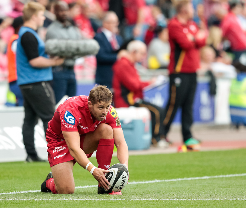 Scarlets' Leigh Halfpenny lines up a kick at goal<br /> <br /> Photographer Simon King/CameraSport<br /> <br /> Guinness Pro14 Round 1 - Scarlets v Southern Kings - Saturday 2nd September 2017 - Parc y Scarlets - Llanelli, Wales<br /> <br /> World Copyright &copy; 2017 CameraSport. All rights reserved. 43 Linden Ave. Countesthorpe. Leicester. England. LE8 5PG - Tel: +44 (0) 116 277 4147 - admin@camerasport.com - www.camerasport.com