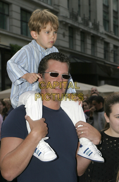 "SAM KANE .""New York Minute"" premiere at Odeon West End cinema, Leicester Square.London 27 July 2004.Linda Lusardi's husband, child, son, shoulders, gesture, sunglasses, shades, family, father.www.capitalpictures.com.sales@capitalpictures.com.© Capital Pictures."