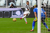 5th November 2017, Allianz Stadium, Turin, Italy; Serie A football, Juventus versus Benevento; Alex Sandro plays the ball in the box