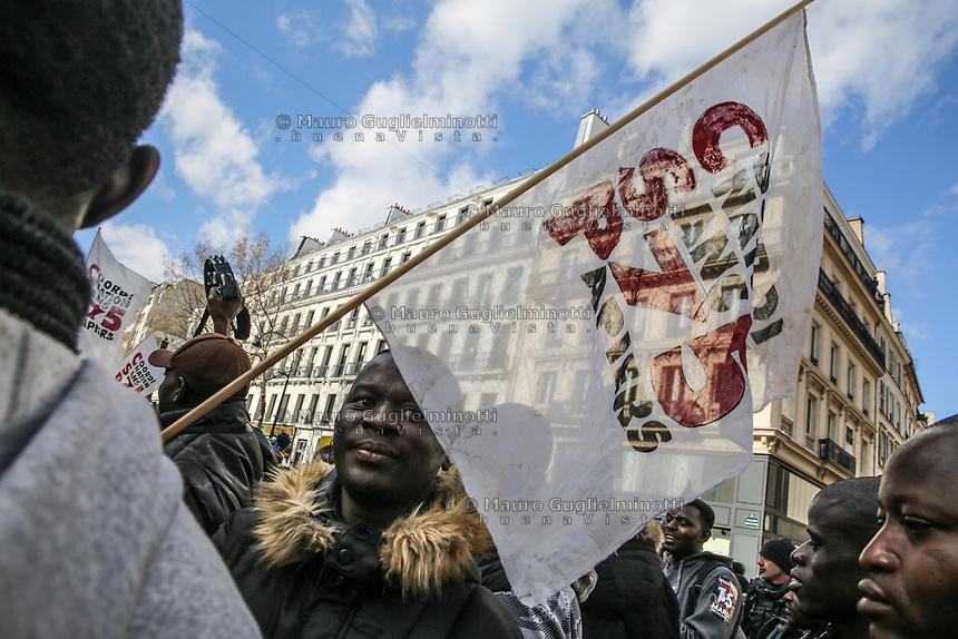 Manifestazione per il clima Manifestazione di solidarietà sans papier insieme alla manifestazione per il clima, un ragazzo di colore con bandiera
