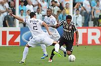 Santos SP, 19 maio 2013 - SANTOS X CORINTHIANS  Lance   com paulinho durante partida da final do campeonato paulista de 2013  no Estadio da Vila Belmiro em Santos, Litoral de  de Sao Paulo, neste domingo , 19. (FOTO: ALAN MORICI / BRAZIL PHOTO PRESS).