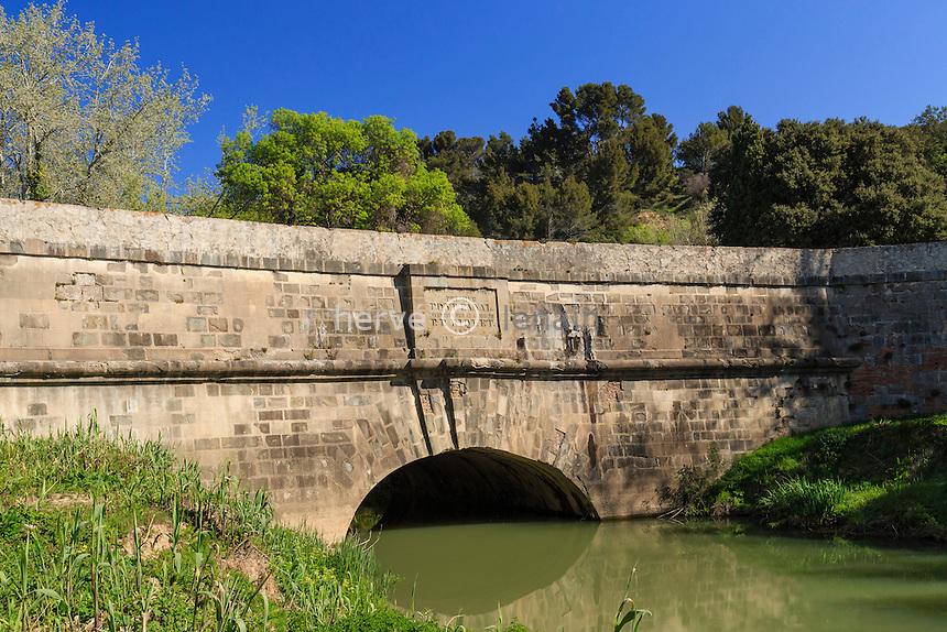 France, Aude (11), Paraza, canal du midi classé Patrimoine Mondial de l'UNESCO, pont canal de la Répudre, le plus vieux pont-canal de France // France, Aude, Paraza, on the Canal du Midi listed as World Heritage by UNESCO, Repudre canal bridge, the oldest canal bridge in France
