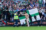 Stockholm 2013-06-23 Fotboll Superettan , Hammarby IF - &Auml;ngelholms FF :  <br /> Hammarby supporter &auml;r naken ute p&aring; planen framf&ouml;r Hammarby Bajen fans efter att sista matchen p&aring; S&ouml;derstadion mellan Hammarby och &Auml;ngelholm spelats klart. <br /> (Foto: Kenta J&ouml;nsson) Nyckelord:  supporter fans publik supporters