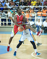 SAN ANDRES - COLOMBIA. 29-11-2018:Acción de juego entre los equipos  Islands Warriors de San Andrés Islas y Titanes durante la final de la Liga Profesional de Baloncesto 2018 de Colombia  quinto partido de la serie final entre Islands Warrios de San Andrés y Titanes de Barranquilla disputado en el coliseo Genny Bay de San Andrés Islas. Titanes ganaron como visitantes por marcador de 74-79 en estra tiempo. / Action game between Island Warriors and Titanes of Barranquilla during match Professional League of Basketball 2018 of Colombia after fifth match of the final serie between Islands Warriors of San Andres and Titanes of Barranquilla played at Genny Bay coliseum in San Andres island. Titanes won as a visitant by score of 74-79 in extra time. Photo: VizzorImage / John Hudson / Cont