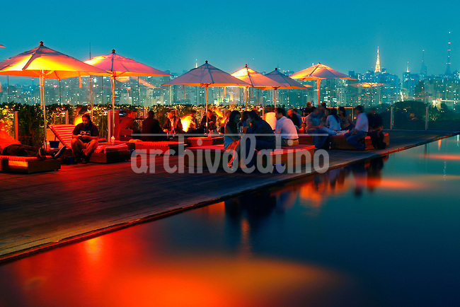 People are seen around the swimming pool at Skye bar, located on the top floor of Hotel Unique  in Sao Paulo .Foto: Andre Penner