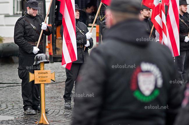 UNGARN, 13.02.2016, Budapest - I. Bezirk.  Gedenken des Ausbruchsversuchs deutscher und ungarischer Stadtverteidiger unter sowjetischer Belagerung am 11. Februar 1945 auf dem Kapisztr&aacute;n-Platz vor dem Kriegsmuseum. Der blutig missglueckte Ausbruch gilt bei den Nazis als &quot;Tag der Ehre&quot;. -Der im Mittelpunkt eines jeden Gedenkens stehende Stahlhelm mit der Unterschrift &quot;Aus unserem Blut spriessen neue Triebe&quot;. | Commemoration of the breakout attempt by German and Hungarian city defenders under Soviet siege, 1945 February 11 on the Kapisztran square in front of the war museum. Nazis regard the fatally failed breakout as &quot;Day of Honor&quot;. -The steel helmet forms the centre of any such commemoration, the cross carrying the inscription &quot;Our blood will bear new sprouts&quot;.<br /> &copy; Martin Fejer/EST&amp;OST