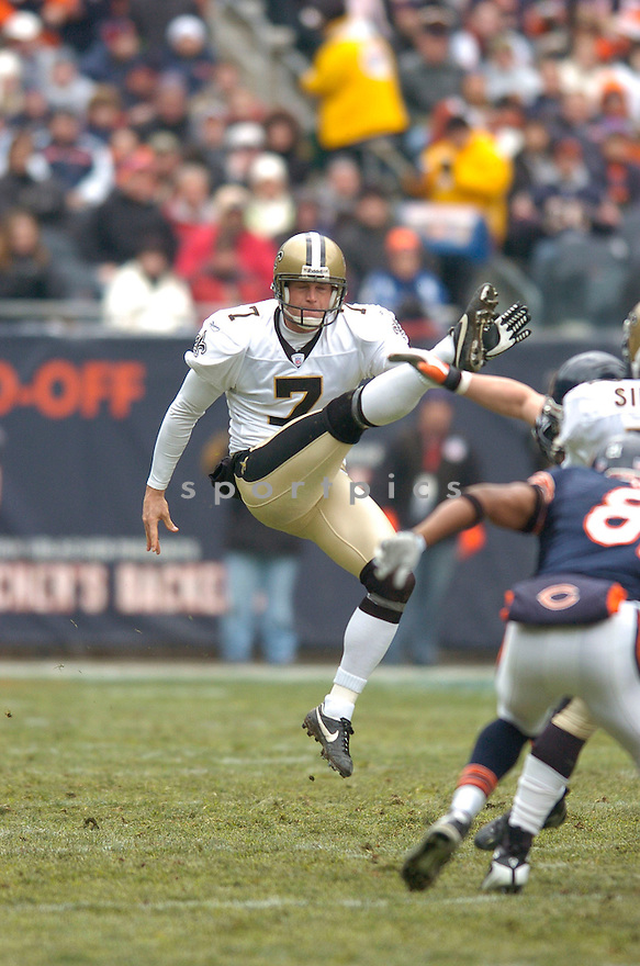 STEVE WEATHERFORD, of the New Orleans Saints  in action during the Saints game against the Chicago Bears on December 30, 2007 in Chicago, Illinois...BEARS win 33-25..SportPics