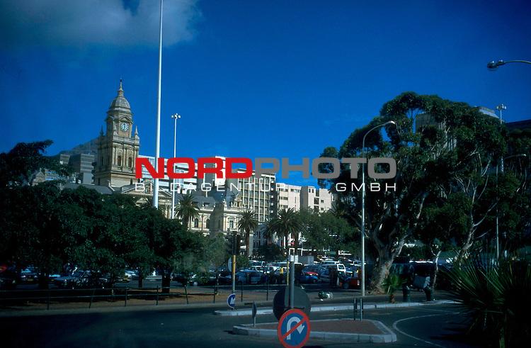 Fussball Weltmeisterschaft 2010  Suedafrika<br /> <br /> Die Innenstadt von Kapstadt ( Cape Towen ) mit dem Rathaus.<br /> <br /> Foto &copy; nph (  nordphoto  )<br />  *** Local Caption *** <br /> <br /> Fotos sind ohne vorherigen schriftliche Zustimmung ausschliesslich f&uuml;r redaktionelle Publikationszwecke zu verwenden.<br /> Auf Anfrage in hoeherer Qualitaet/Aufloesung