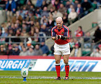 2004/05 Heineken_Cup, NEC,Harlequins vs Munster, RFU Twickenham,ENGLAND:.Munster's, Paul Burke, prepares for a first half kick..Photo  Peter Spurrier. .email images@intersport-images.com...
