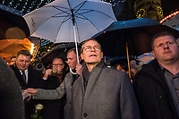 Offizielle Eroeffnung des Berliner Weihnachtsmarkt am Breitscheidplatz am Abend des 27. November 2017 durch den Regierenden Buergermeister Michael Mueller.<br /> Nach dem LKW-Anschlag am 19. Dezember 2016 findet der Weihnachtsmarkt unter verschaerften Sicherheitsvorkehrungen statt. So wurden Beton-Barrieren um den Weihnachtsmarkt aufgestellt und mehr Polizeistreifen sind zum Schutz der Besucher unterwegs.<br /> 27.11.2017, Berlin<br /> Copyright: Christian-Ditsch.de<br /> [Inhaltsveraendernde Manipulation des Fotos nur nach ausdruecklicher Genehmigung des Fotografen. Vereinbarungen ueber Abtretung von Persoenlichkeitsrechten/Model Release der abgebildeten Person/Personen liegen nicht vor. NO MODEL RELEASE! Nur fuer Redaktionelle Zwecke. Don't publish without copyright Christian-Ditsch.de, Veroeffentlichung nur mit Fotografennennung, sowie gegen Honorar, MwSt. und Beleg. Konto: I N G - D i B a, IBAN DE58500105175400192269, BIC INGDDEFFXXX, Kontakt: post@christian-ditsch.de<br /> Bei der Bearbeitung der Dateiinformationen darf die Urheberkennzeichnung in den EXIF- und  IPTC-Daten nicht entfernt werden, diese sind in digitalen Medien nach §95c UrhG rechtlich geschuetzt. Der Urhebervermerk wird gemaess §13 UrhG verlangt.]