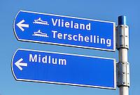 Bord in Harlingen, wijzend naar de veerboot richting Vlieland , Terschelling en Midlum