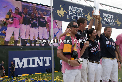 Mint Polo in the Park. Hurlingham Park Fulham London Uk June 6th 2010.  City AM Team New York (blue) celebrate as winning team. IG Index Team Paris ( pink)