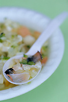 "Iles Bahamas / New Providence et Paradise Island / Nassau : salade de conque ""Conch Salad"" spécialité emblématique de la cuisine bahamienne dans un petit restaurant de rue du Marché de Potter's Cay sous le pont de Paradise Island - salade aromatisée d'oignon, cèleri, coriandre, marinés dans le citron vert  // Bahamas / New Providence and Paradise Island / Nassau: conch salad ""Conch Salad"" iconic specialty of Bahamian cuisine in a small street restaurant in Potter's Cay Market under the Paradise Island Bridge - onion-flavored salad, celery, coriander, marinated in lime"