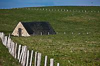 Europe/France/Midi-Pyrénées/12/Aveyron/Aubrac/Env de Laguile: Buron sur le plateau de l'Aubrac