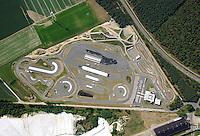 4415/ADAC Fahrsicherheitszentrum: EUROPA, DEUTSCHLAND, NIEDERSACHSEN (GERMANY), 14.06.2007: ADAC, Melbeck, Fahrsicherheitszentrum, Lueneburg, Training, Strassenverkehr, Uebungsplatz, Strecke, Rundkurs, Rennbahn, Gefahrensituation, Simulation, simulieren, Wasserhinderniss, Fahrbahn, Belag, Fahrbahnbelag, Gleitflaechen, Fahrschule, Kurs, Fahr, Sicherheit, Areal, Norddeutschland, fahren, Auto,  Luftaufnahme, Luftbild, Luftbilder,  Luftbild, Luftansicht, aerial photo, aerial photograph, Aufwind-Luftbilder