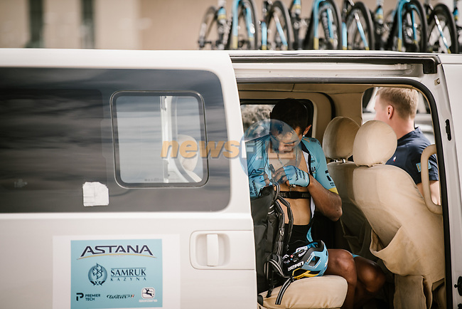 Hernando Bohorquez Sanchez (COL) Astana Pro Team gets ready before the start of Stage 3 of the Saudi Tour 2020 running 119km from King Saud University to Al Bujairi, Saudi Arabia. 6th February 2020. <br /> Picture: ASO/Pauline Ballet | Cyclefile<br /> All photos usage must carry mandatory copyright credit (© Cyclefile | ASO/Pauline Ballet)