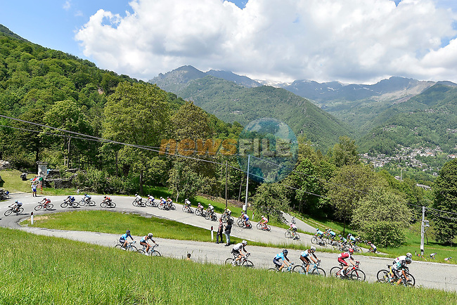 The peleton in action during Stage 19 of the 2018 Giro d'Italia, running 185km from Venaria Reale to Bardonecchia featuring the Cima Coppi of this Giro, the highest climb on the Colle delle Finestre with its gravel roads, before finishing on the final climb of the Jafferau, Italy. 25th May 2018.<br /> Picture: LaPresse/Fabio Ferrari | Cyclefile<br /> <br /> <br /> All photos usage must carry mandatory copyright credit (© Cyclefile | LaPresse/Fabio Ferrari)