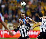 Nederland, Arnhem, 22 september 2012.Eredivisie.Seizoen 2012-2013.Vitesse-Heracles.Dan Mori (r.) van Vitesse en Samuel Armenteros (l.) van Heracles strijden om de bal.