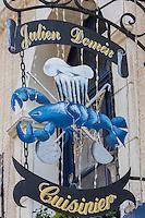 France, Calvados (14), Côte Fleurie, Honfleur,   Enseigne d'un restaurant représentant un homard //   France, Calvados, Côte Fleurie, Honfleur, Teaches a restaurant representing a lobster