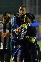 ATENÇÃO EDITOR: FOTO EMBARGADA PARA VEÍCULOS INTERNACIONAIS - SÃO PAULO, SP, 29 DE SETEMBRO DE 2012 - CAMPEONATO BRASILEIRO - PORTUGUESA x ATLÉTICO MINEIRO: Dida (e) e Ronaldinho (d) durante partida Portuguesa x Atlético Mineiro, válida pela 27ª rodada do Campeonato Brasileiro de 2012 no Estádio do Canindé. FOTO: LEVI BIANCO - BRAZIL PHOTO PRESS