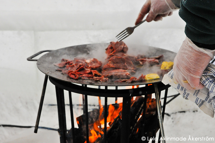 Frying reindeer meat over an open flame - Photos from Jokkmokk, Arctic Sweden