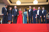 Jeff Skoll, Jon Shenk, Al Gore, Bonni Cohen, Diane Weyermann, Richard Berge, Scott Burns et Segolene Royal sur le tapis rouge pour la projection du film MISE A MORT DU CERF SACRE lors du soixante-dixième (70ème) Festival du Film à Cannes, Palais des Festivals et des Congres, Cannes, Sud de la France, lundi 22 mai 2017. Philippe FARJON / VISUAL Press Agency