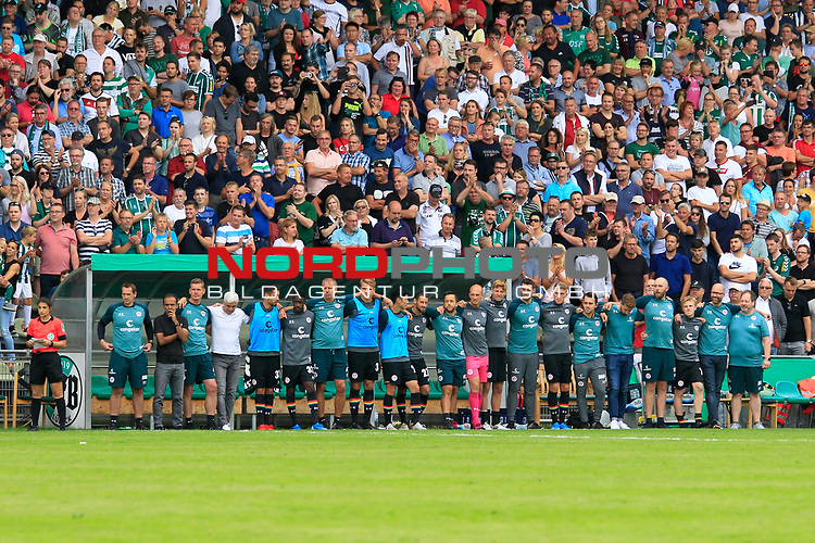11.08.2019, Stadion Lohmühle, Luebeck, GER, DFB-Pokal, 1. Runde VFB Lübeck vs 1.FC St. Pauli<br /> <br /> DFB REGULATIONS PROHIBIT ANY USE OF PHOTOGRAPHS AS IMAGE SEQUENCES AND/OR QUASI-VIDEO.<br /> <br /> im Bild / picture shows<br /> Die Mannschaft des FC St. Pauli wartet gemeinsam beim Elfmeterschiessen.<br /> <br /> Foto © nordphoto / Tauchnitz