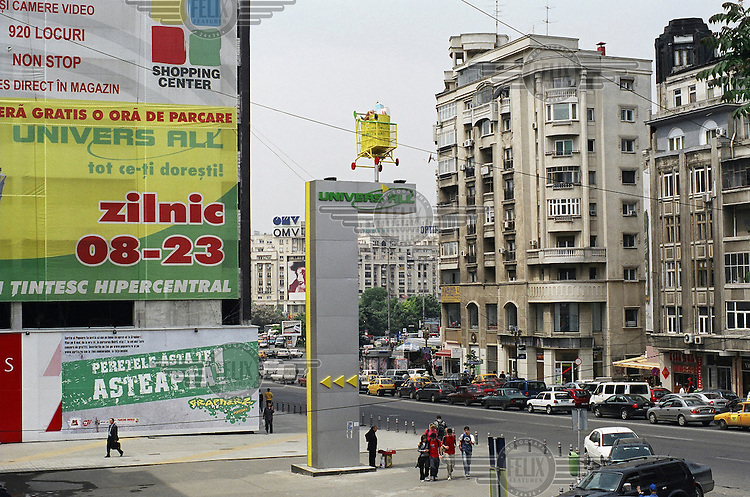 Sign featuring a trolley advertising a nearby supermarket.