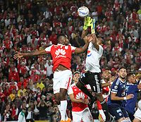 BOGOTÁ - COLOMBIA, 6-05-2018:Leyvin Balanta (Izq.) jugador del Independiente Santa Fe  disputa el balón con Wuilker Farinez Aray (Der.) jugador de Millonarios  durante partido por la fecha 19 de la Liga Águila I 2018 jugado en el estadio Nemesio Camacho El Campín de la ciudad de Bogotá. /Leyvin Balanta  (L) player of Independiente Santa Fe fights for the ball with Wuilker Farinez Aray (R) player of Millonarios during the match for the date 19 of the Liga Aguila I 2018 played at the Nemesio Camacho El Campin Stadium in Bogota city. Photo: VizzorImage / Felipe Caicedo / Staff.