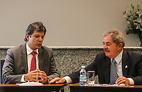 SAO PAULO, SP, 12 MARÇO 2013 - EXPO 2020 - ENCONTRO HADDAD E LULA - O ex presidente da Republica Luiz Inácio Lula da Silva (E) e o prefeito Fernando Haddad durante encontro com a representantes da missão de inspeção da Expo 2020 no Instituto Cidadania no bairro do Ipiranga região sul de São Paulo na tarde desta terça-feira, 12. (FOTO: WILLIAM VOCLOV / BRAZIL PHOTO PRESS).