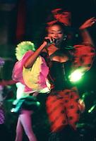 Cuba/La Havane: Salsa, son, rumba, fêtes du dixième anniversaire des noces d'Havana Club place de la cathedrale San Cristobal