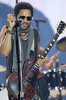 MADRI, ESPANHA, 30 JUNHO 2012 - ROCK IN RIO MADRI - LENNY KRAVITZ  - O cantor americano Lenny Kravitz durante apresentacao no Rock In Rio Madrid na Espanha na noite de ontem sábado, 30. (FOTO: CESAR CEBOLA / ALFAQUI / BRAZIL PHOTO PRESS).