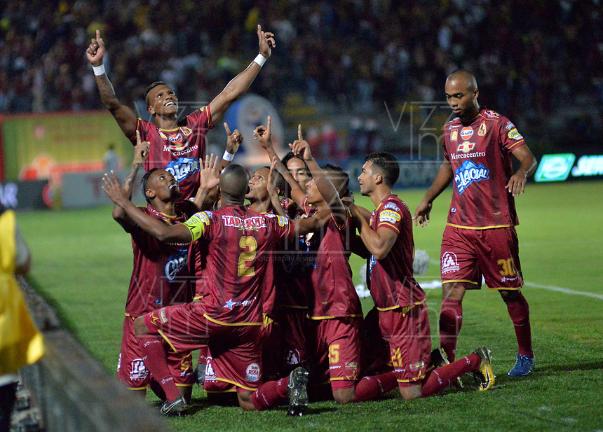 IBAGUÉ - COLOMBIA, 30-05-2018: Angelo Rodriguez jugador del Deportes Tolima  celebra su gol contra el Independiente Medellín  durante partido porsemifinal idal de la Liga Águila I 2018 jugado en el estadio Manuel Murillo Toro de la ciudad de Ibagué. /Angelo Rodriguez player of Deportes Tolima celebrates his goal agaisnt of Independiente Medellin   during firts match semifinal  for  the Aguila League I 2018 played at Manuel Murillo Toro in Ibague city. VizzorImage / Juan Carlos Escobar / Cont