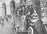 Petrograd - Rote Garde mit Panzerwagen vor dem Smolny-Institut<br /> <br /> - November 1917<br /> Achtung Beginn der Revolution am 25.10 nach altem russischen , am 07.11. nach neuem Kalender-<br /> <br /> - 01.11.1917-30.11.1917<br /> <br /> Es obliegt dem Nutzer zu pr&uuml;fen, ob Rechte Dritter an den Bildinhalten der beabsichtigten Nutzung des Bildmaterials entgegen stehen.<br /> <br /> RUSSIAN REVOLUTION, 1917. Members of the Red Guard outside the Smolny Institute, Petrograd (St. Petersburg), following the Bolshevik Revolution, November 1917.<br /> <br /> - 01.11.1917-30.11.1917<br /> <br /> It is in the duty of the user of the image to clear prior to usage if any Third Party rights preclude the intended use.